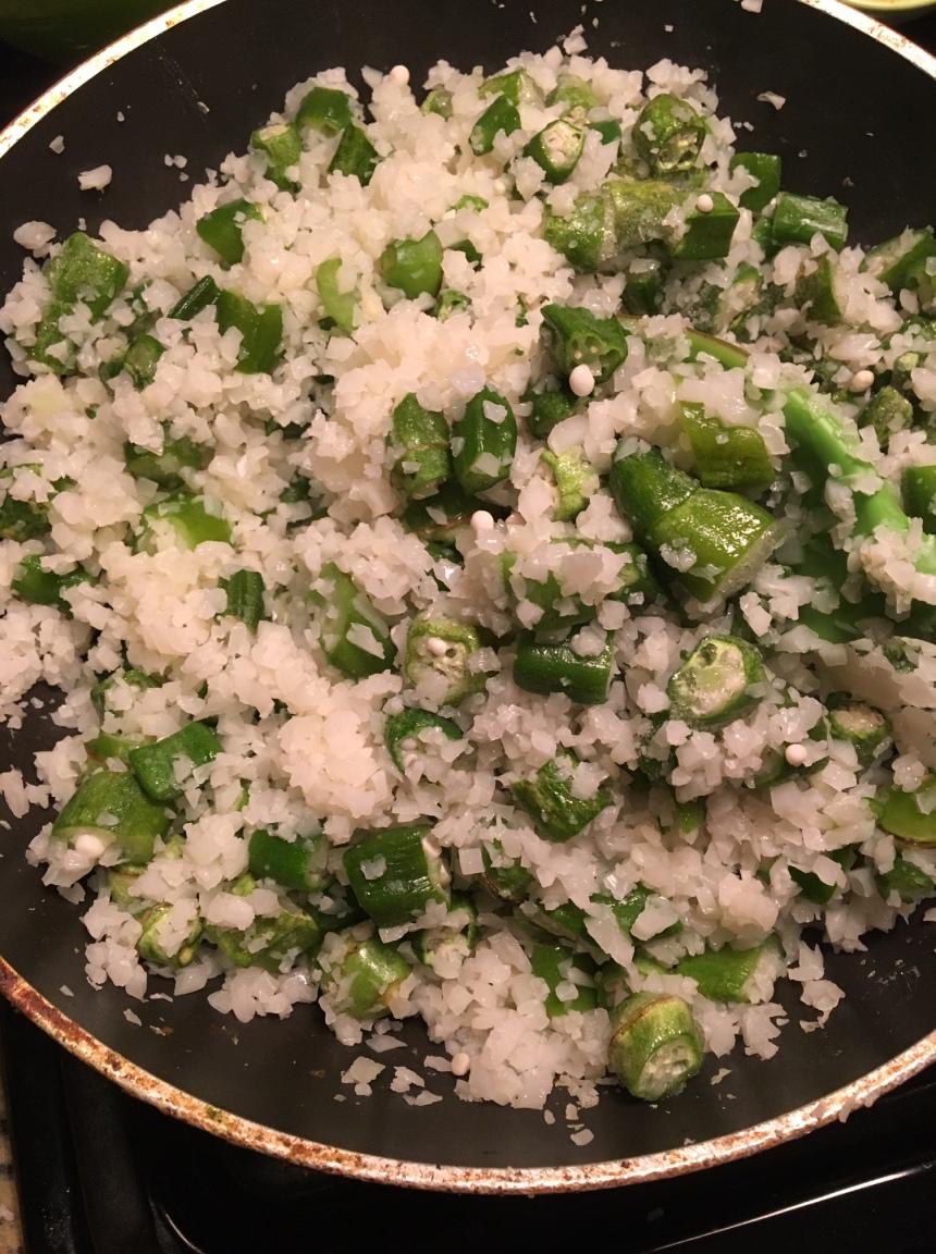 curry chicken wih okra cauliflower rice1
