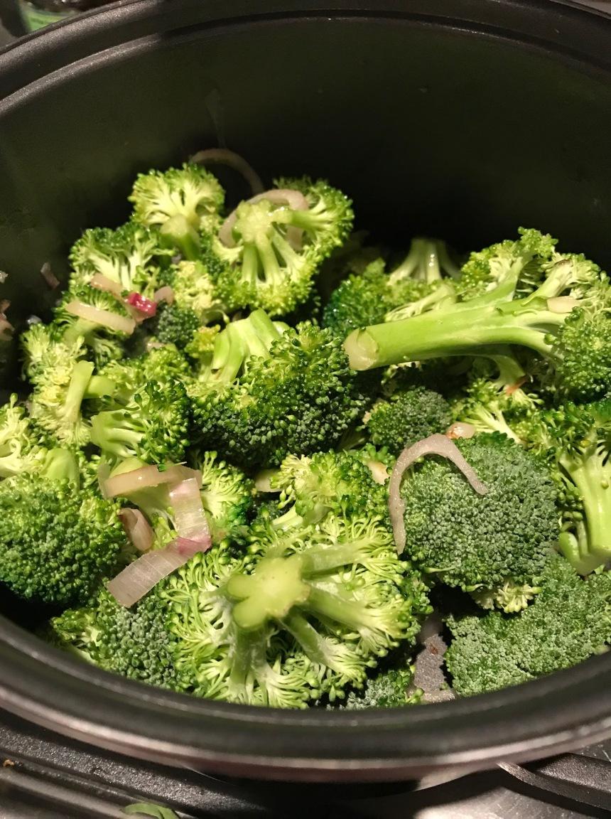 Cauliflower rice with broccoli and tzaziki1
